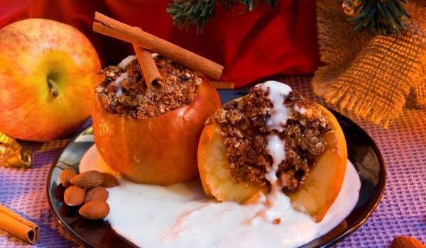 Сладки пълнени ябълки