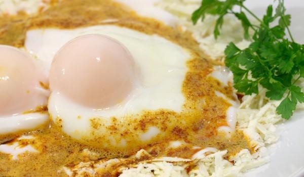 Яйца с кисело мляко