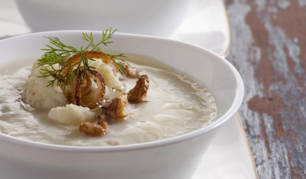 Супа от карфиол и орехи