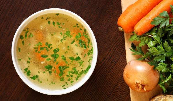 Пилешка супа с лук и моркови