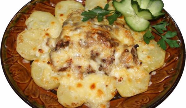 Запечени картофи със свинско