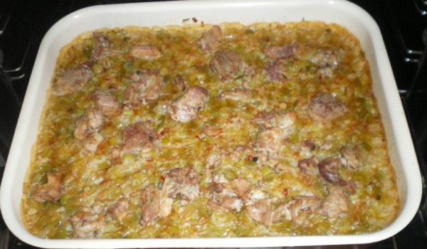 Запечен ориз с праз и свинско