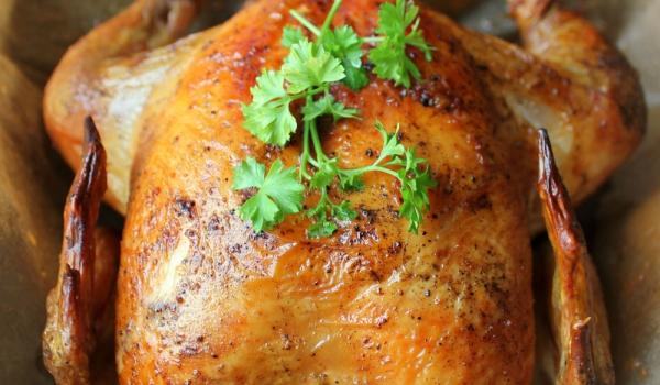 Печено пиле с наденица