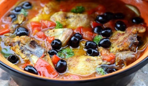 Пиле с маслини
