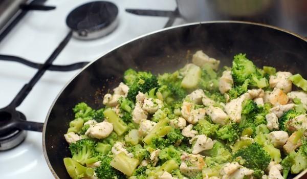 Пиле с броколи