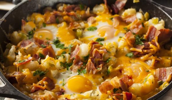 Картофи с бекон и яйца