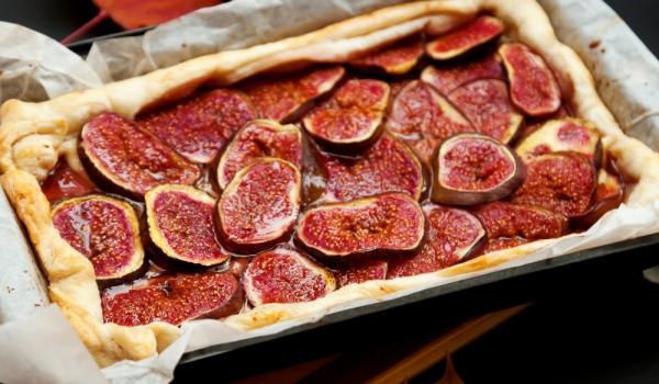 Италиански сладкиш със смокини и касис