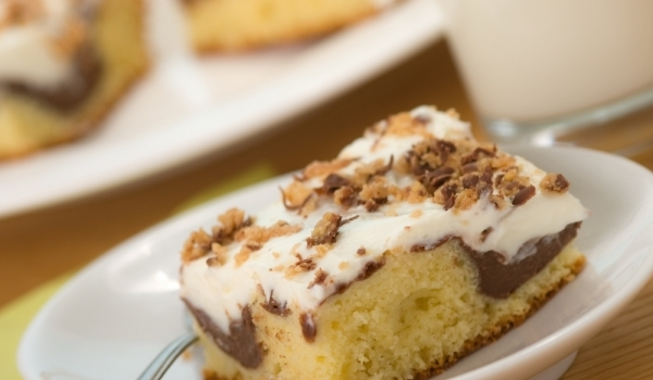 Ефектен сладкиш с шоколад и белтъци