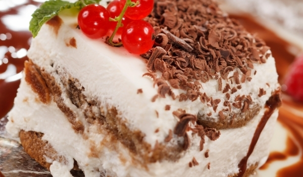 Богата бишкотена торта