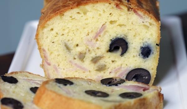 Солен кекс с маслини и колбас