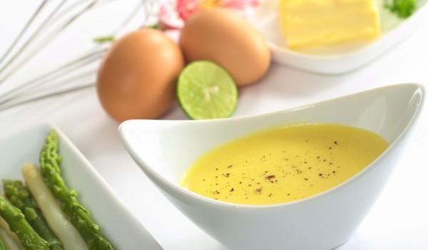 Салатен сос с кисело мляко и жълтъци